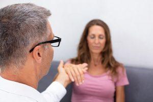 Les avantages de l'hypnose comme traitement des troubles du comportement alimentaire